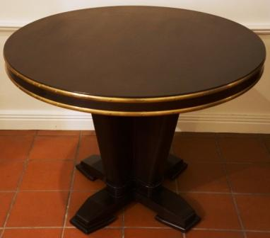 Round table in mahogany and brass rails from the Italian liner M/N Rossini.