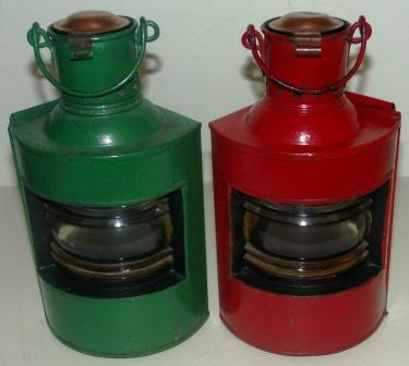 Pair of early 20th century kerosene port and starboard lights. Painted metal. With detachable copper burner/container.