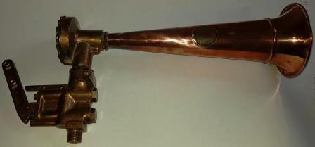 20th century horn made of brass and copper. Marked 5255.