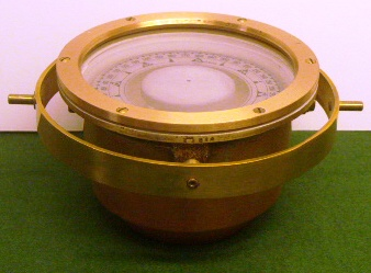Crown-marked polished 20th century Swedish Navy compass with copper bowl, brass ring and floating compass card (locked). Made by P.W. Lyth, Stockholm.