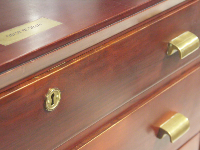 Chest of five drawers in mahogany and brass from the Italian ship M/N A. Volta.