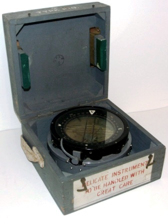 WWII English made compass type P10, mounted in original wooden case.