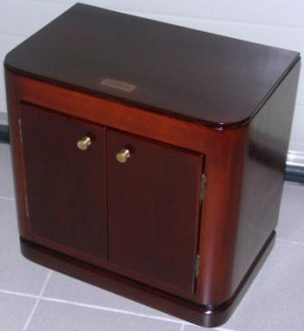 Bedside cabinet in mahogany and brass from the Italian liner M/N Rossini. With shelf and double door.