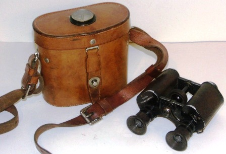 "Late 19th century Busch Prisma-Binocle Mod. ""Lynkop"" binocular. Made of black laquered metal, leather-bound. In original leather case equipped with compass made by C. P. Goerz Berlin."