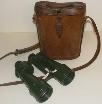 20th century binocular as used by the Navy. Incl original leather case. Bino Prisma No5, x7.