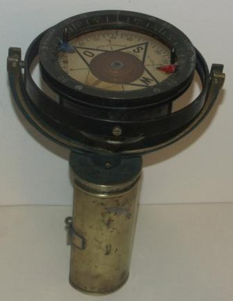 20th century brass compass mounted in original brass wall bracket. Made by Lyth Stockholm, TK 07 No 15358.