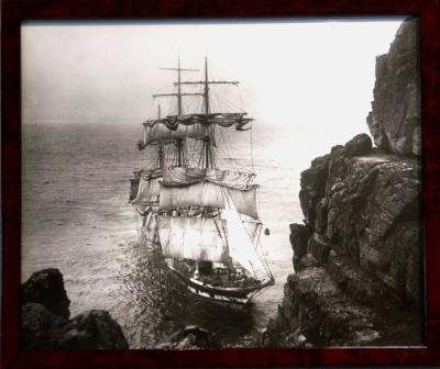 The full-rigged ship CROMDALE stranded 1913 at Lizard