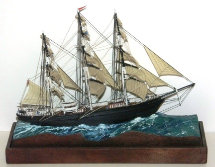 "20th century built model depicting the British clipper ship ""CUTTY SARK"", built 1869. Mounted in a glass case."