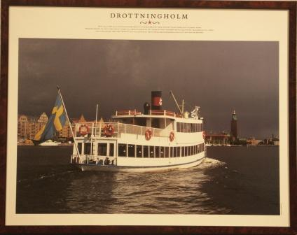 Depicting the Swedish steamer DROTTNINGHOLM