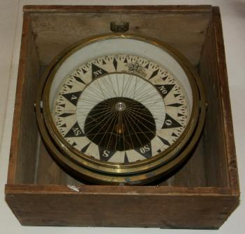 Early 20th century dry compass in brass, made by Johan Gulbransen, Oslo. In original wooden box.