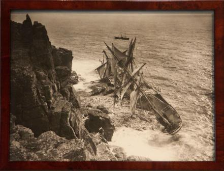The full-rigged ship HANSEY stranded 1911 at Lizard