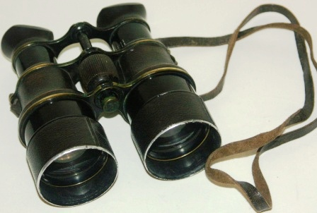 Early 20th century binocular No 153 made by Voigtländer, Braunschweig. In black-lacquered brass and metal, leather-bound.