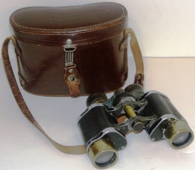 "Early 20th century Kratos binocular. ""Stereo Haute Precision, 8x"". Made of black laquered metal and brass, leather-bound. In original leather case."