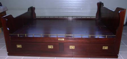 King size bed in mahogany and brass from the Italian liner M/N G. Verdi. Incl 4 drawers (two on each side).