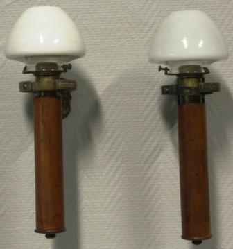 A pair of sconces for candles, mounted in gimbals. Mahogany, brass and metal. Made by Pascall Atkey & Sons. Age: ca 1900.