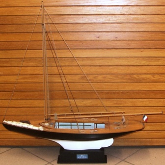 20th century built model. Depicting the French 8 meter sloope MAÏTA designed by Dyèvre in 1899.