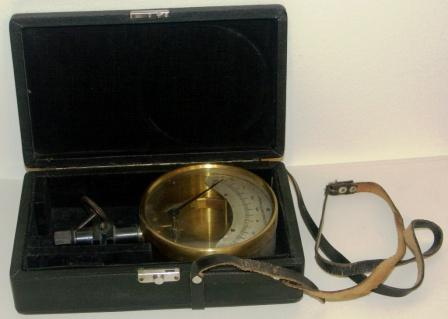 20th century brass control pressure gauge with scale in kg/cm2. Incl original case.