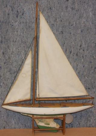 Early 20th century built pond yacht model.