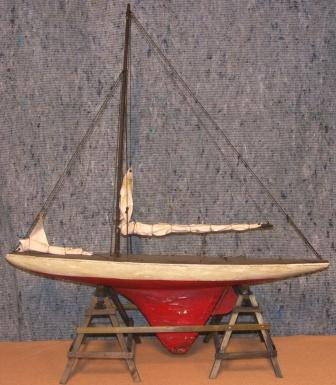 Late 19th century built pond yacht model.