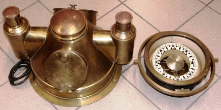 Early 20th century brass binnacle top, complete with brass compass mounted in gimbals. Incl. illumination, both electric and kerosene. Compass made by AB Lyth, Stockholm.