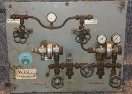 20th century German compressed air distribution panel made by Drägerwerk AG, Lübeck. Able to connect two divers.
