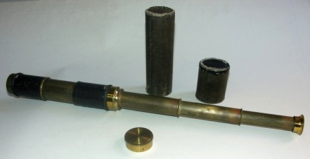 Late 19th century hand-held refracting telescope. Maker unknown. Three brass draws, reflex protection, leather bound tube. Incl original case.
