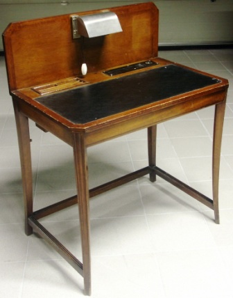 Writing desk in mahogany with desk lamp and ink container