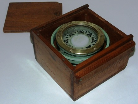 Early 20th century Sestrel compass. Brass, mounted in gimbals, in original wooden box. Imported by Albrechtsons, Göteborg Sweden.